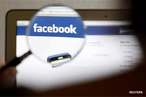 Internet users flay Mumbai girls' arrest over Facebook post
